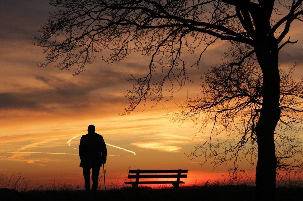 Anciano puesta de sol