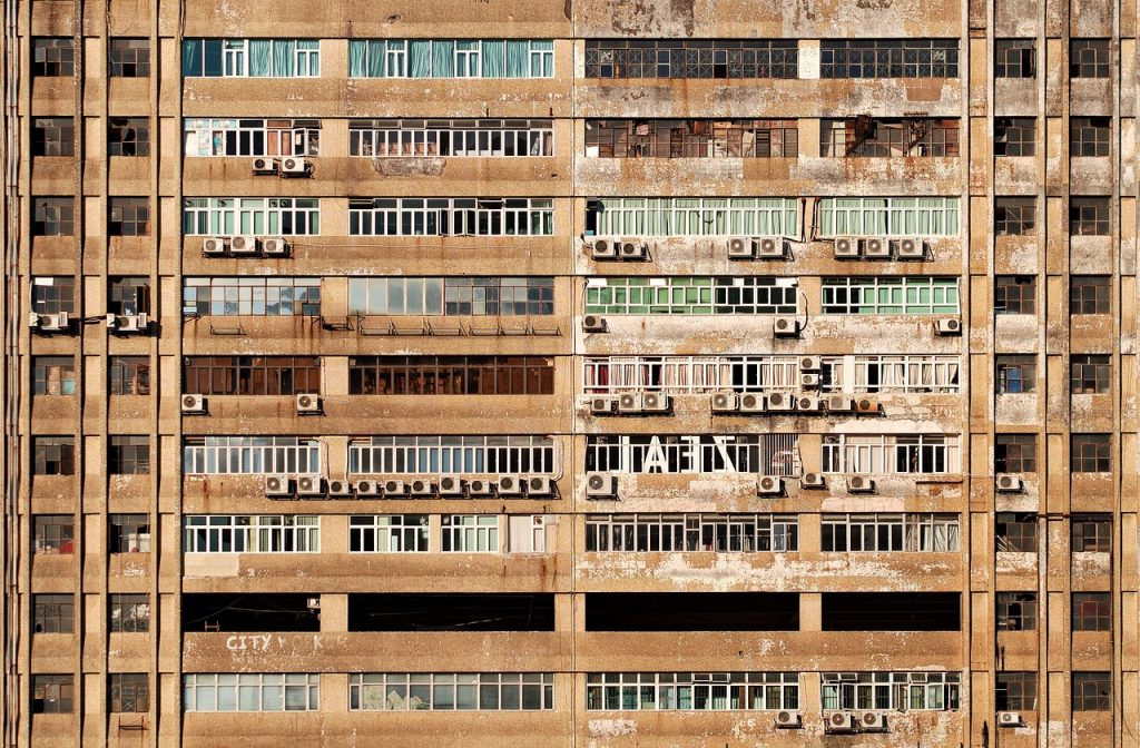fachada bloque con aire condicionado