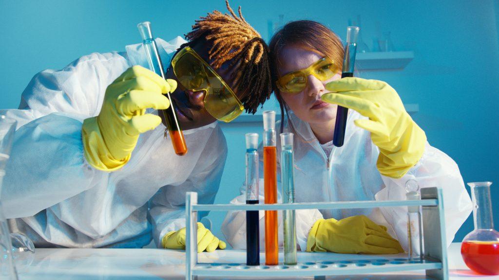 Investigando laboratorio